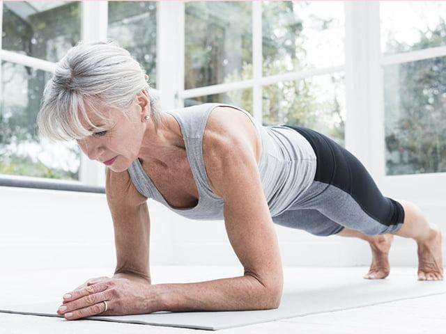 Antrenamente pe care ar trebui să le facă fiecare femeie peste 50 de ani