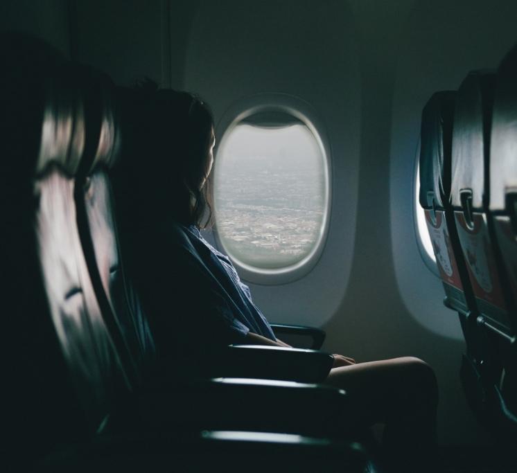 Ce exercitii sa faci atunci cand zbori cu avionul