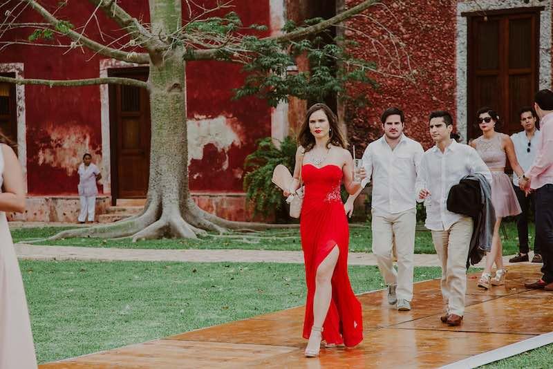 Cod vestimentar pentru oaspeti: elementele de baza pentru o tinuta de nunta