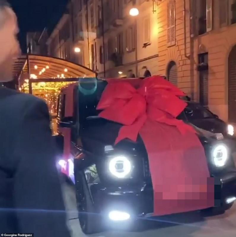 Cristiano Ronaldo a primit noul Mercedes AMG G63 de la iubita Georgina Rodriguez
