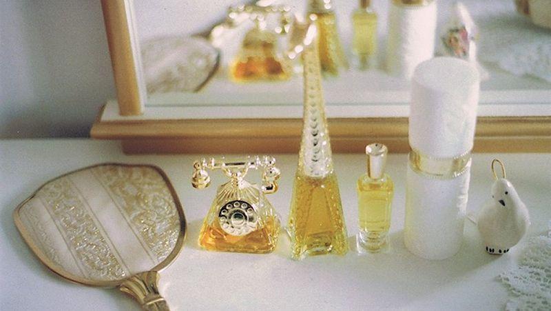 De ce parfumurile de lux vin in sticle mici