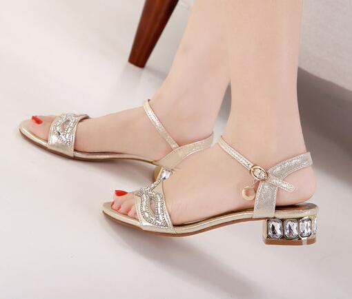 sandalele joase la o nunta?
