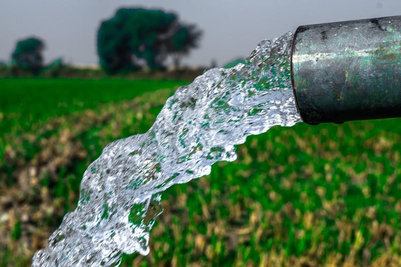 Poți avea propria sursa de apa sănătoasă forand o fântână in curtea ta