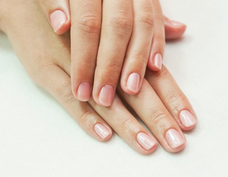 Sfaturi despre curatarea unghiilor corecta