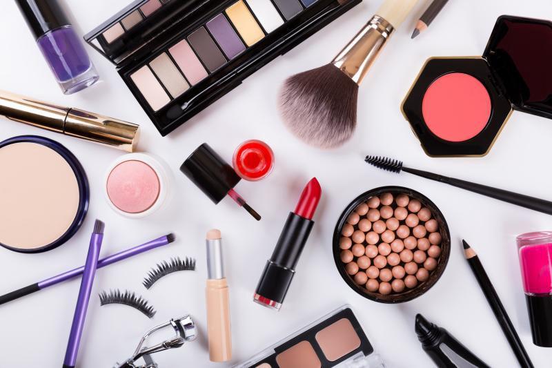 Tine bacteriile departe de cosmetice