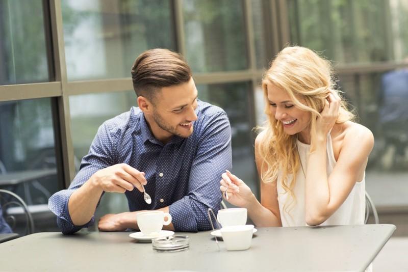 Top 5 avantaje si dezavantaje de a-ti intalni partenerul pe internet