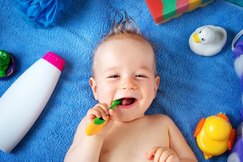 Tot ce ar trebui sa stii despre ingrijirea dentara la bebelusi