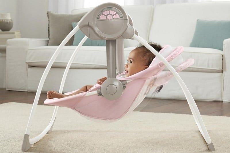 Un leagan pentru bebelusi le va aminti parintilor cum suna linistea